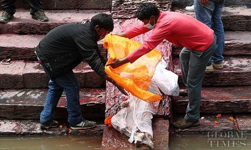 Nepal mourns quake victims in cremation ceremonies
