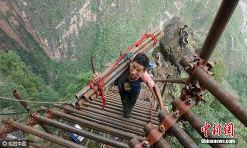 A mountain village on a cliff in southwestern China has been building a huge steel ladder to connect it to the outside world more securely, using more than 1,500 steel pipes. The village started to construct the ladder in August with investment of 1 million yuan ($147,928) from local authorities and four-fifths of the job had been completed. Situated at the top of a mountain in Liangshan Yi Autonomous Prefecture, Sichuan province, the isolated village of Atuleer is perched nearly 1,000 meters above the valley floor and villagers need to climb 17 rattan ladders to reach their homes, the report said. The construction would require more than 1,500 steel tubes with a diameter of 5cm as guardrails and steps, a village official was quoted as saying. (Photo/CFP)
