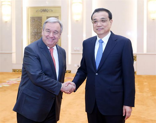 Chinese Premier Li Keqiang (R) meets with United Nations Secretary-General designate Antonio Guterres in Beijing, capital of China, Nov. 28, 2016. (Xinhua/Yao Dawei)