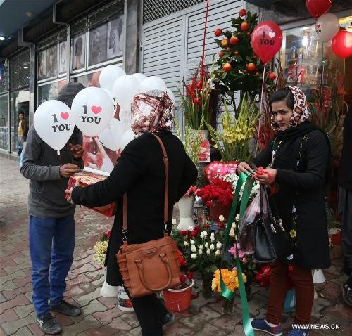 Afghan girls buy balloons on Valentine's Day in Kabul, capital of Afghanistan, Feb. 14, 2017. (Xinhua/Rahmat Alizadah)