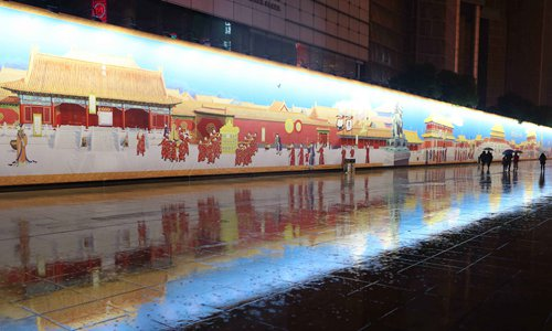 158-meter scroll of the Forbidden City is exhibited on Shanghai's Nanjing Road