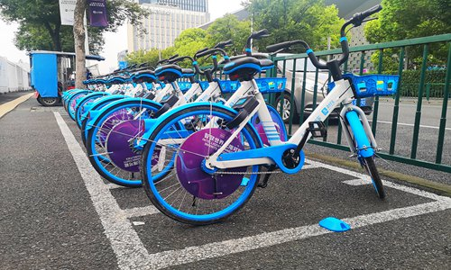 A snag with flat surface protrudes on the ground where a row of shared bikes operated by Hello Bike were parked in front of the Shanghai World Expo Exhibition Center at the end of August. The snag can use artificial intelligence to detect whether the bikes have been parked in the required zone. If a user does not park properly, the bike cannot be locked. Photo: VCG
