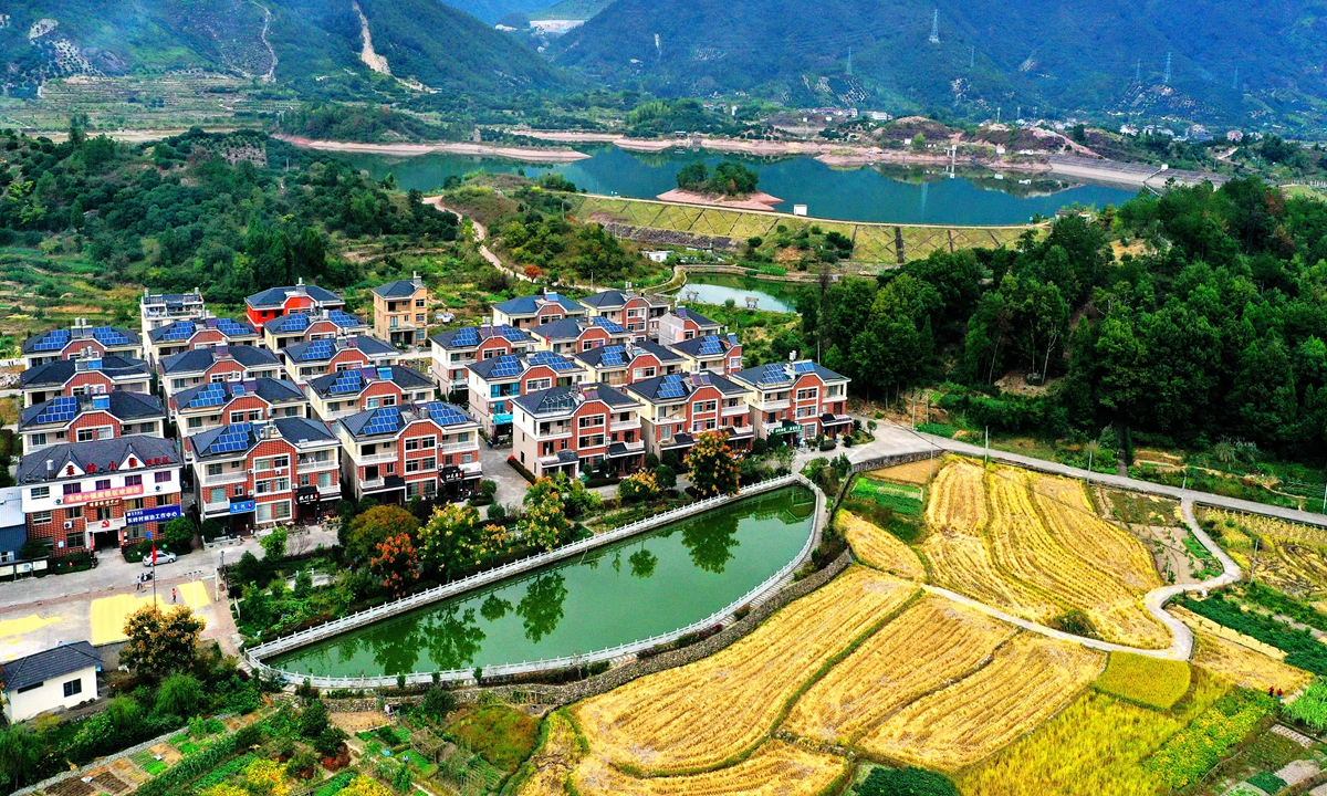 Most of the houses in the Dongling nature village in Taizhou, East China's Zhejiang Province have installed solar photovoltaic panels on their roofs to generate electricity. Photo: cnsphoto