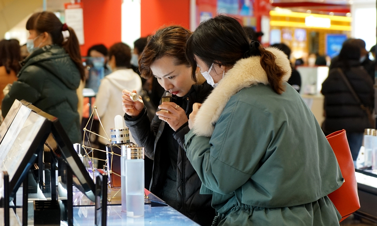Two women try on cosmetics in a shopping mall in Shanghai on March 8 2021. Many malls held promotions to honor women as well as boost sales to offset the impact of the COVID-19 pandemic. Photo: Yang Hui/GT