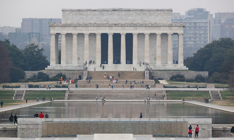 People visit the Lincoln Memorial in Washington, D.C., the United States, on March 25, 2021. U.S. President Joe Biden announced on Thursday a new goal of administering 200 million COVID-19 vaccine doses to Americans in his first 100 days in office.Photo:Xinhua