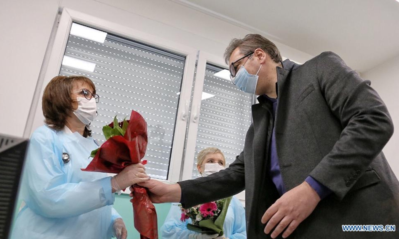 Serbian President Aleksandar Vucic gives flowers to medical workers before receiving the second dose of the Chinese Sinopharm vaccine in Doljevac, Serbia, April 27, 2021. Serbian President Aleksandar Vucic on Tuesday received the second dose of the Chinese Sinopharm COVID-19 vaccine here in southeastern Serbia and expressed gratitude to China and the Chinese people for enormous support and help.(Photo: Xinhua)