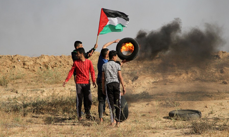 Palestinian protesters clash with Israeli troops during a protest against the violence in the Old City of Jerusalem, on the Gaza-Israel border, on May 8, 2021.(Photo: Xinhua)