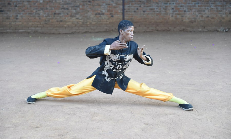 Bethuel Chillito Mmoloki, an enthusiast of Chinese culture demonstrates his martial arts skills in Gaborone, capital of Botswana, April 22, 2021.(Photo: Xinhua)