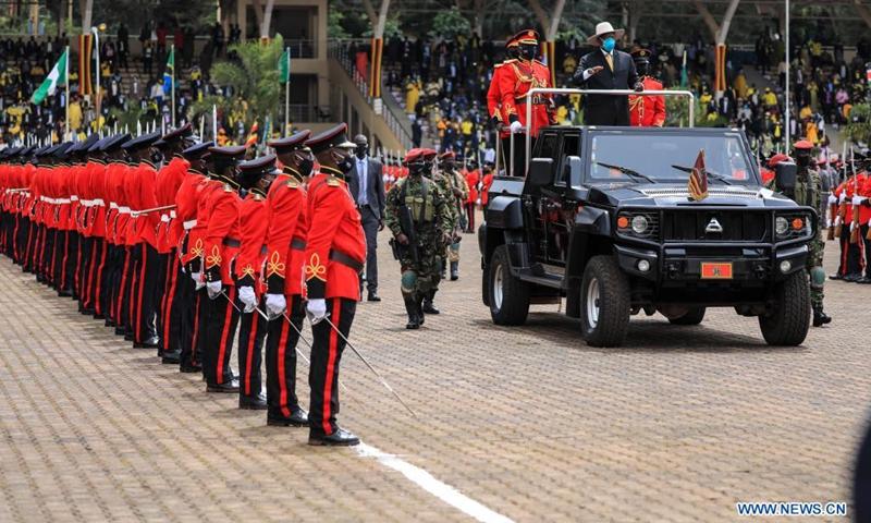 El 12 de mayo de 2021, la Guardia Honoraria del actual presidente de Uganda, Yoweri Museveni, fue observada en la ceremonia de apertura en el Independence Ground en Kolo, Kampala, Uganda.  El actual presidente de Uganda, Yoweri Museveni, prestó juramento el miércoles.  (Foto: Xinhua)