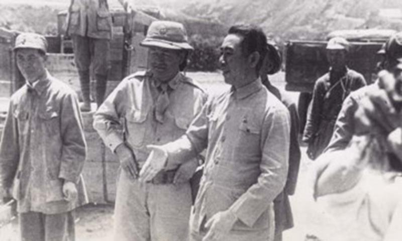 Colonel Barrett in conversation with Zhou Enlai