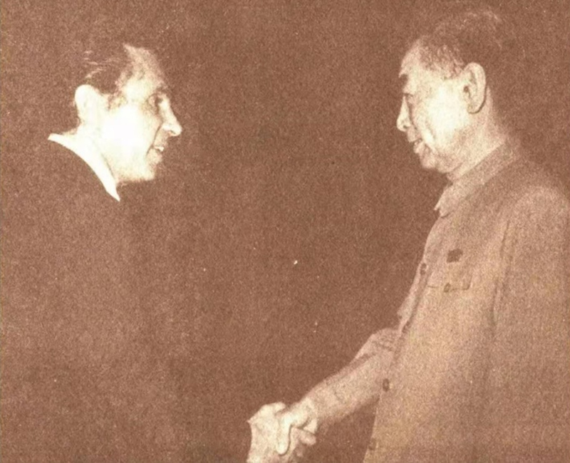 Premier Zhou Enlai shakes hands with Topping