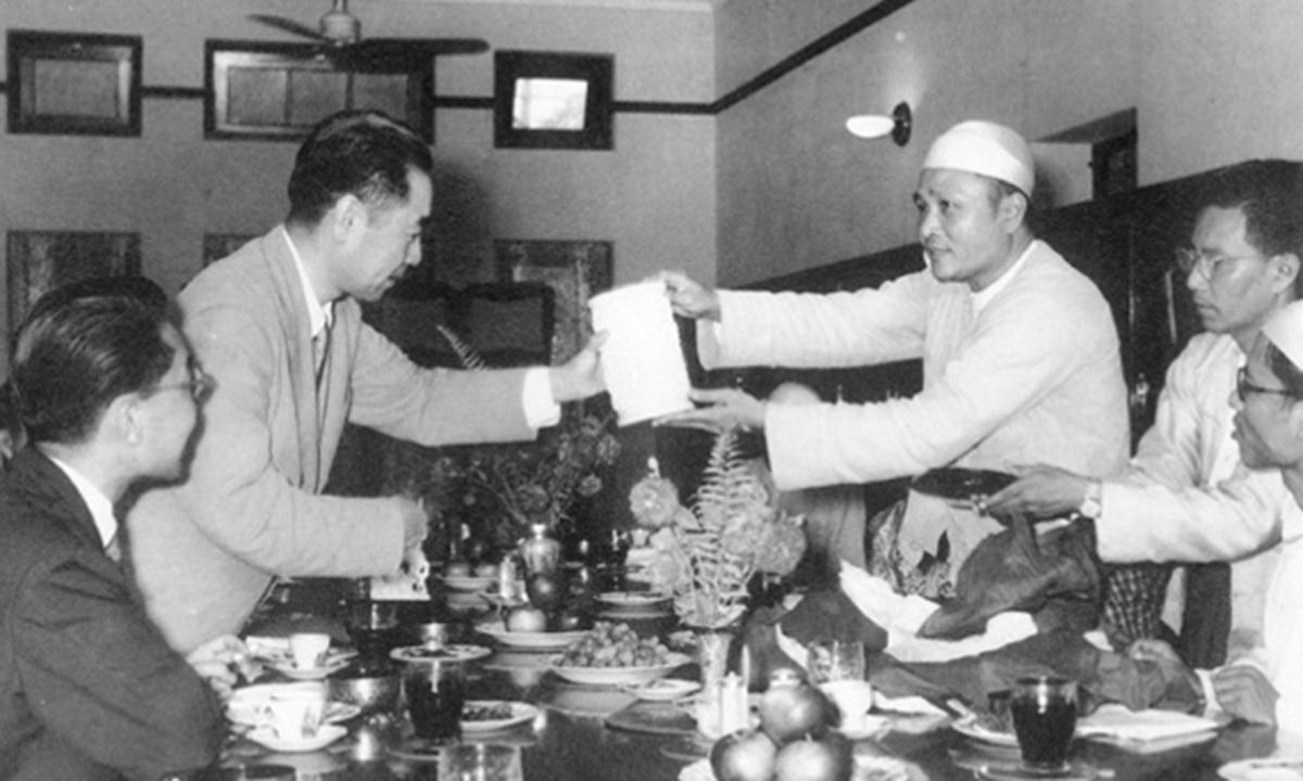 Premier Zhou Enlai and Prime Minister U Nu in Myanmar, June 1954