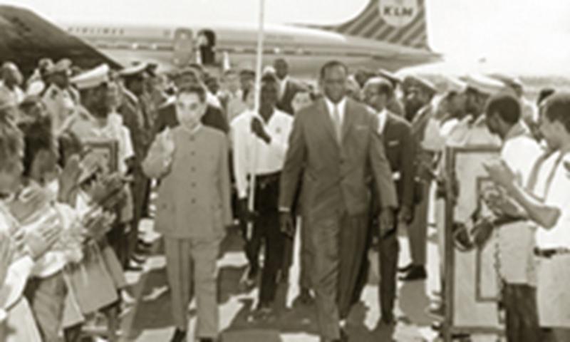 Malian President Modibo Keita welcoming Premier Zhou Enlai at the airport
