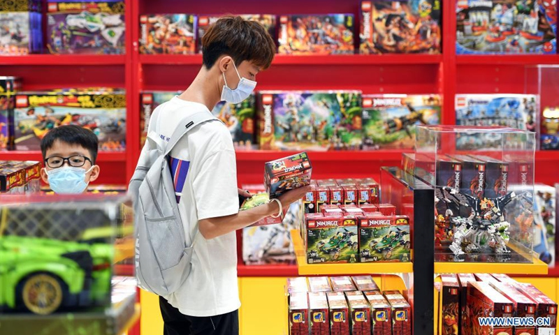 Customers choose products at a duty-free shopping mall in Haikou, south China's Hainan Province, July 2, 2021. Official data shows that offshore duty-free sales in the province grew 226 percent between July 1, 2020 and June 30, 2021, reaching 46.8 billion yuan (about 7.2 billion U.S. dollars). Meanwhile, about 60.72 million items were sold to some 6.28 million customers. Photo:Xinhua