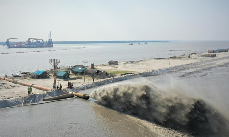Photo taken on April 20, 2021 shows the dredging site in Mongla seaport in Bagerhat, Bangladesh.(Photo: Xinhua)
