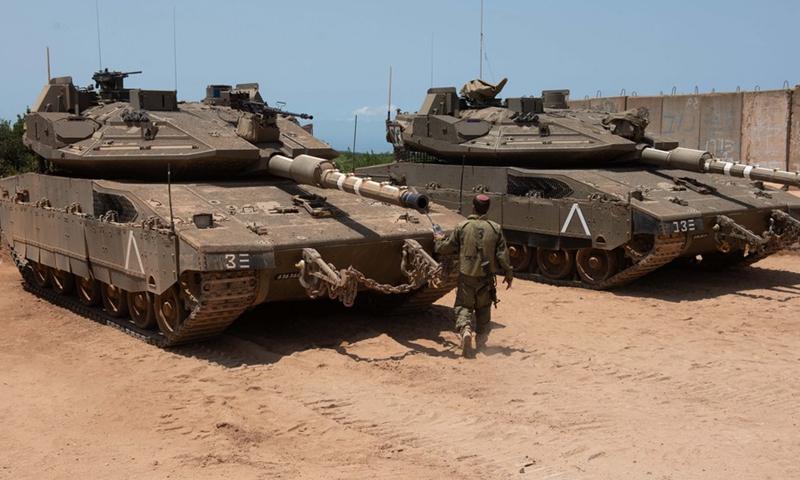 Israeli tanks are seen near the northern Israeli settlement of Shtula along the border with Lebanon, on July 20, 2021.(Photo: Xinhua)