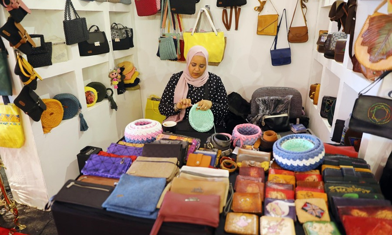 An artisan makes weaving products during an annual exhibition for handicrafts in the resort city of New Alamein, Matrouh province, Egypt, on July 28, 2021.(Photo: Xinhua)
