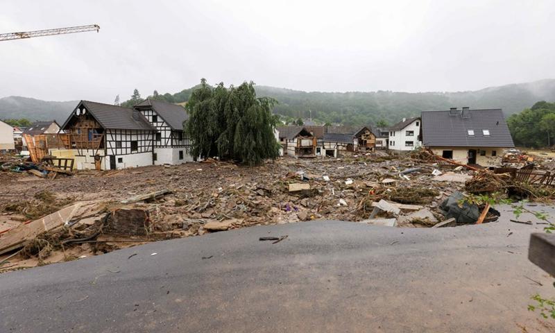 Μια φωτογραφία που τραβήχτηκε στις 16 Ιουλίου 2021 δείχνει δρόμους και σπίτια που υπέστησαν ζημιές από την καταστροφή από τις πλημμύρες στο Schulde, μια πόλη στο Ahrweiler της Γερμανίας.  (Φωτογραφία: Xinhua)