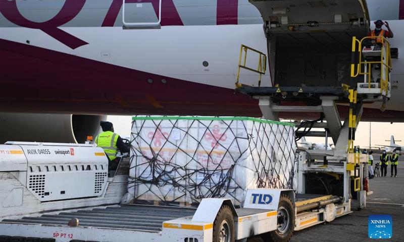 Staff members unload China-donated COVID-19 vaccines at an airport in Nairobi, Kenya, Sept. 18, 2021.Photo: Xinhua
