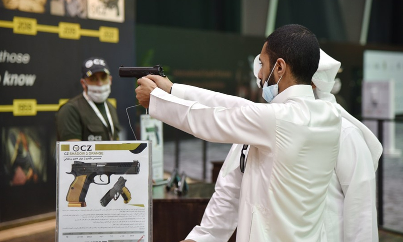 Photo taken on October 5, 2021 shows a visitor handling a pistol for trying at the hunting exhibition, at the headquarters of the Saudi Falcon Club in Mulham, north of Riyadh, Saudi Arabia.  (Photo: Xinhua)