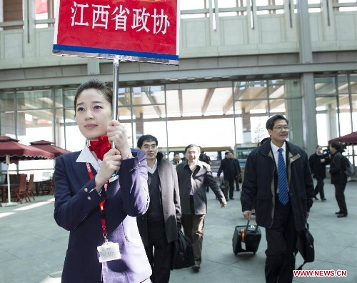 Members of the 12th National Committee of the Chinese People's Political Consultative Conference (CPPCC) from east China's Jiangxi Province arrive in Beijing, capital of China, March 1, 2013. The first session of the 12th CPPCC National Committee will open on March 3. (Xinhua/Wang Ye)