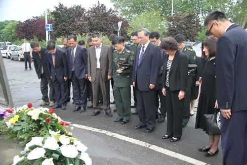Chinese ambassador to Serbia Zhang Wanxue (4th R, first row) shows his respect for three Chinese journalists killed in the U.S.-led NATO bombing of the Chinese embassy in Belgrade in front of a monument in Belgrade, capital of Serbia, on May 7, 2013. Shao Yunhuan of Xinhua News Agency along with Xu Xinghu and his wife Zhu Ying from the Beijing-based Guangming Daily newspaper were killed in the missile attack which inflicted serious damage to the embassy buildings on the evening of May 7, 1999. (Xinhua/Wang Hui)