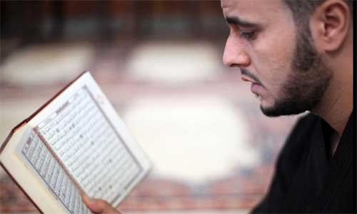 A Libyan man reads Koran in a mosque in the Libyan capital Tripoli on July 20, 2012, the first day of Ramadan (the Islamic month of fasting). Photo: Xinhua