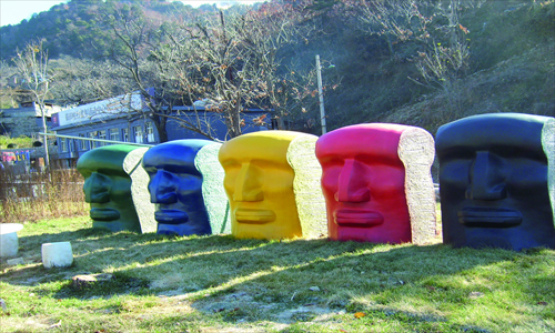 Art that represents the five races of the world in Mutianyu.