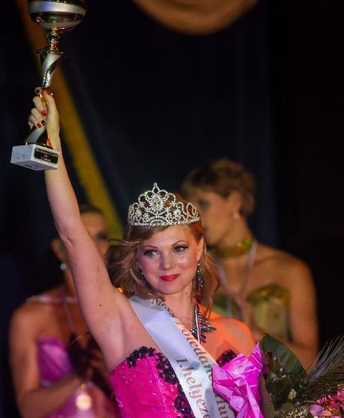 Nikolett Molnar of Hungary celebrates her victory in the Miss Poledance Hungary competition in Budapest, Hungary on September 22, 2012. Photo: Xinhua