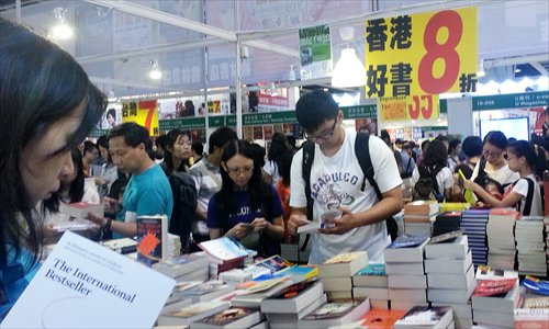 Readers browse books at the Hong Kong Book Fair on July 20. Photo: IC
