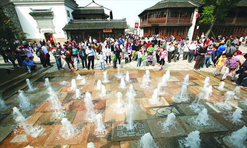 A tourist site in Nanjing, East China's Jiangsu Province overwhelmed by crowds during this year's National Day holidays, an indication of the country's increasing consumption in the tourism sector. Photo: CFP