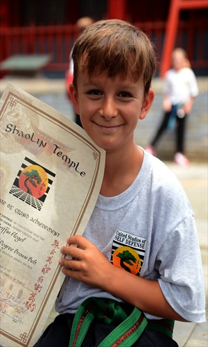 A boy shows a certificate issued by Shaolin. Photo: IC
