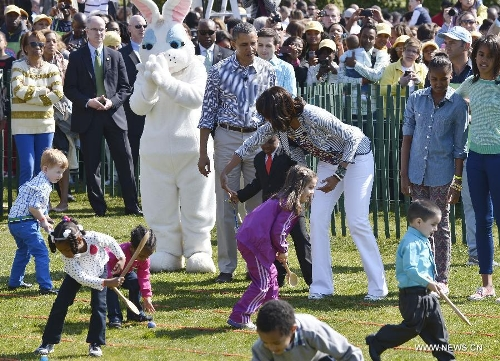 U.S. President Barack Obama and the First Family participate in the annual White House Easter Egg Roll on the South Lawn of the White House in Washington D.C., capital of the United States, April 1, 2013. U.S. President Barack Obama hosted the annual celebration of Easter on Monday, featuring Easter egg roll, live music, sports, cooking and storytelling. (Xinhua/Zhang Jun)
