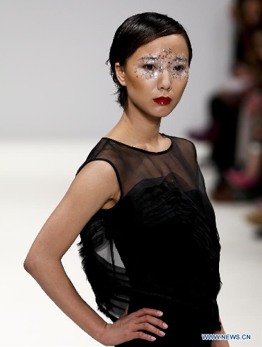 Chinese actress Wang Luodan presents a creation of Chinese designer Jenny Ji during London Fashion Week in London, Britain, on Feb. 18, 2013. (Xinhua/Tang Shi)