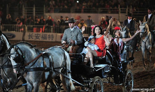 A horse wagon parade is held at the opening ceremony of the second Ordos Dalate International Horse Culture Festival in Dalate Banner of Ordos, north China's Inner Mongolia Autonomous Region, August 25, 2012. Some 60 horsemen from 15 countries and regions gave performances at the festival's opening ceremony Saturday night. Photo: Xinhua