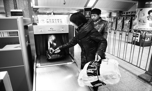 Two passengers pass through the security check at Xidan Subway Station. Photo: Li Hao/GT