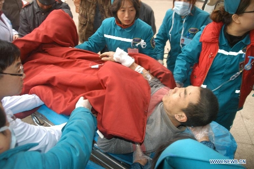 A victim of an accident in which an expressway bridge partially collapsed due to a truck explosion in Mianchi County, receives treatment at a hospital in Sanmenxia, central China's Henan Province, Feb. 1, 2013. The explosion, which occurred around 8:52 a.m. (0052 GMT) on Feb. 1, caused several vehicles to tumble from the bridge. At least four people died and eight others were injured, the city government of Sanmenxia said. Search and rescue efforts are under way. (Xinhua/Cui Chang)