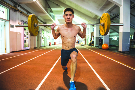 A two-time Olympian and graduate student, Zhang Peimeng works out at Tsinghua University. Photo: Li Hao/GT