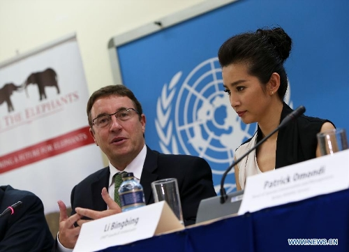 United Nations Environment Programme (UNEP) Executive Director Achim Steiner (L) and Chinese actress Li Bingbing attend a press conference at the UNEP headquarters in Nairobi, capital of Kenya, May 6, 2013. As an UNEP Goodwill Ambassador, Li Bingbing urged greater effort to combat illegal wildlife trade here on Monday. Li will travel to the Samburu National Reserve in northern Kenya this week, where she will meet wildlife experts and visit sites where elephants have recently been killed by poachers. (Xinhua/Meng Chenguang)