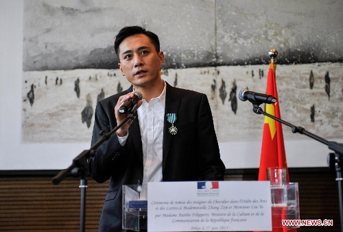 Actor Liu Ye delivers a speech after he was awarded the Order of Arts and Letters by the French government in Beijing, capital of China, June 27, 2013. Established in 1957, the order is the recognition of significant contributions to the arts and literature. (Xinhua/Pan Chaoyue)