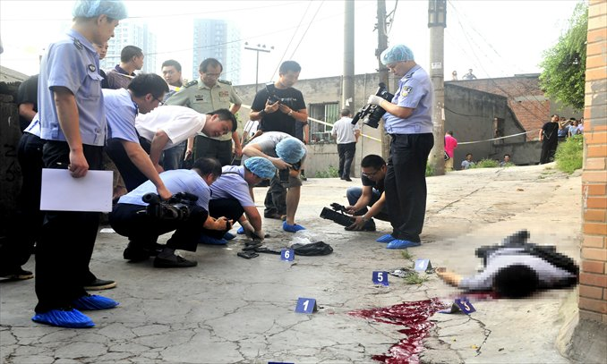 Police collect the belongings of Zhou Kehua after the serial killer was gunned down Tuesday morning in Chongqing. Photo: CFP