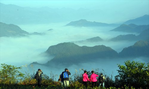 A group of photographers capture the beauty of a spectacular sea of clouds on the Chashan Mountain in Zhenba county, Shaanxi Province, on Thursday morning. Photo: CFP
