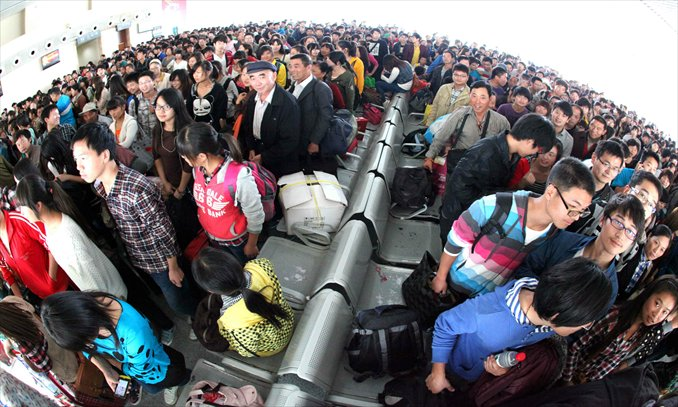 Passengers wait at a railway station in Bozhou, Anhui Province, on Sunday. Railway stations across the country have seen a surge of passengers as the eight-day National Day holiday came to an end on Sunday. Photo: CFP