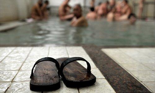 Customers bathe at a bathhouse in Fuzhou, Fujian Province, on December 20, 2010. Photo: CFP