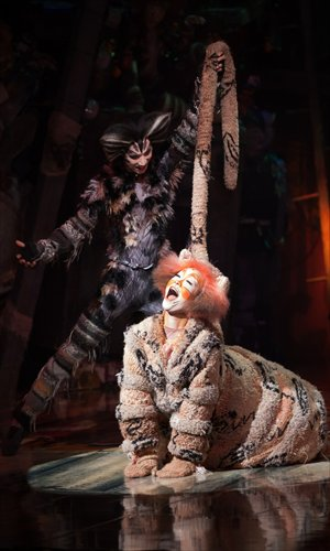 Stage photos from the Chinese production of Cats Photos: Courtesy of United Asia Live Entertainment