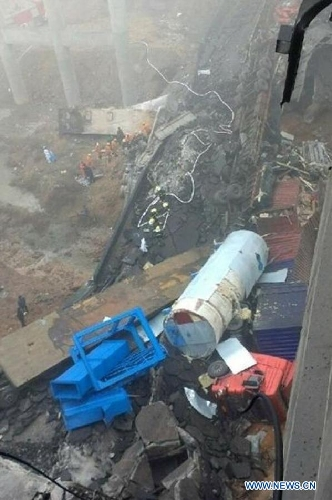 Photo taken on Feb.1, 2013 shows the accident site where an expressway bridge partially collapsed due to a truck explosion in Mianchi County, Sanmenxia, central China's Henan Province. The explosion, which occurred around 8:52 a.m. (0052 GMT) on Feb. 1, caused several vehicles to tumble from the bridge. At least four people died and eight others were injured, the city government of Sanmenxia said. Search and rescue efforts are under way. (Xinhua)