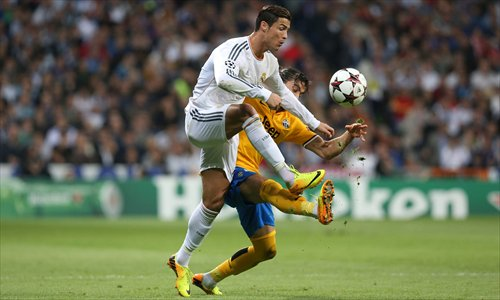 Cristiano Ronaldo (front) duels for the ball with Martin Caceres on Wednesday. Photo: IC