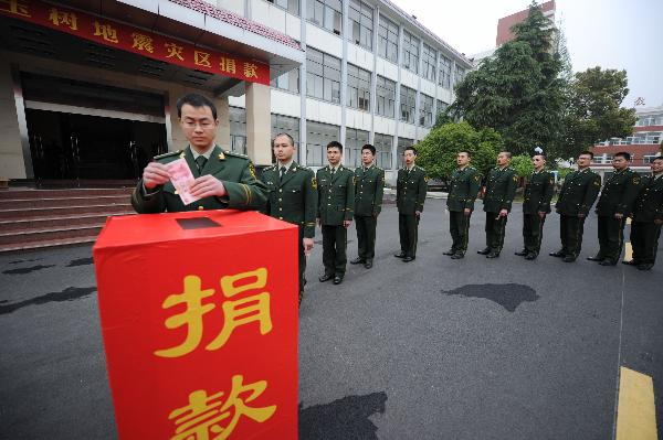 Soldiers of Heifei Command Academy of Armed Police donate money for quake-hit Yushu County in Hefei, capital of East China's Anhui Province, April 20, 2010. A total of over 600 armed police officers made a donation of more than 220,000 yuan on Tuesday for quake areas in Qingai Province. Photo: Xinhua