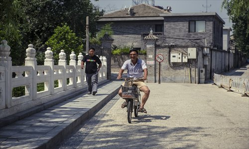 a bicyclist on Dongbuya Bridge over the Yuhe River
