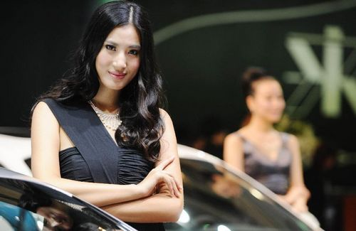 Models pose beside a car during the 15th Chengdu Motor Show (CDMS) in Chengdu city, Southwest China's Sichuan Province, August 31, 2012. The CDMS opens to the public from August 31 to September 9, with the participation of a total of 420 exhibitors from home and abroad. Photo: Xinhua